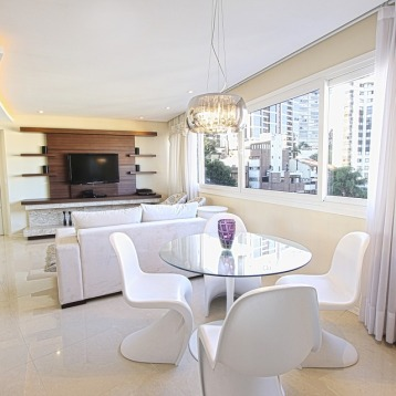 Apartment Luggage Dining Room Table Decoration